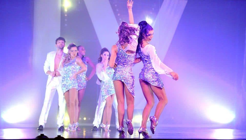 Spectacle E-Motion, danseuses, robes strass Voulez-Vous
