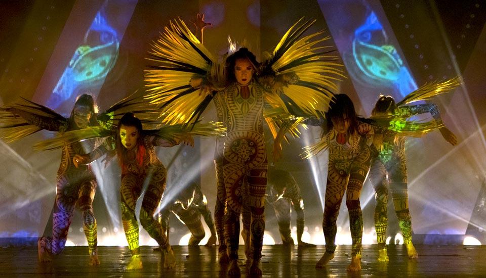 Spectacle E-Motion, tableau Jungle, plumes jaunes, Voulez-Vous Grand Lyon