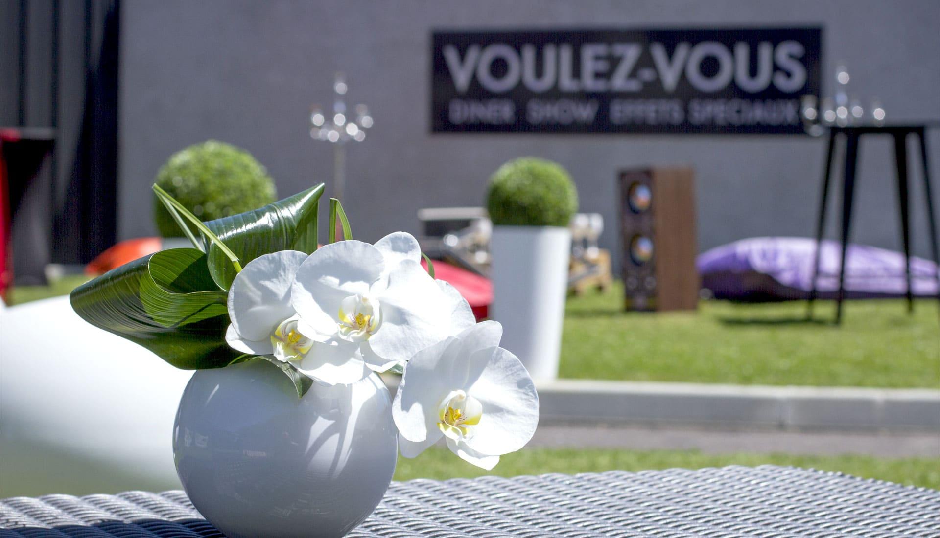 Extérieurs, fleurs, réception, Voulez-Vous
